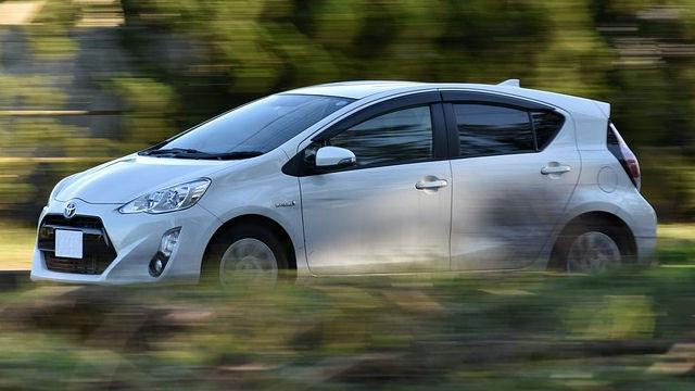 Toyota Ankauf: Fahrt mit weißem Auto